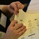 Tévedésből lehúzták nyolc szavazólapról a DK jelöltjét Komlón