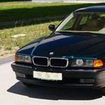 Nem elírás, tényleg csak 255 kilométer van ebben a 23 éves eladó BMW-ben