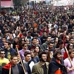 Könnygázt is bevetett a görög rendőrség a tüntető pedagógusok ellen