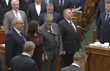 Bakiztak az eskütételen, Orbán sem bírta faarccal – videó