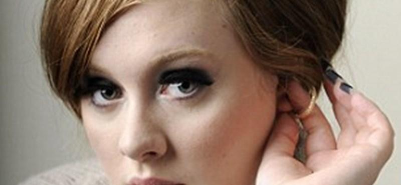 Tarolhat a Grammy-díjátadón a 23 éves Adele