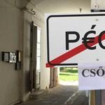 Fotó: meghekkelt Pécs-táblával froclizzák a fideszes polgármestert