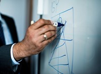 Sok egyéni vállalkozót érhet kínos meglepetés az év végén, ha nem figyelmes