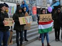 A berlini falig mentek a magyar tüntetők