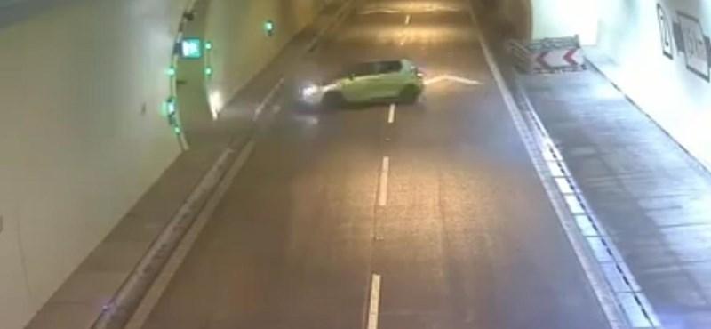 Érthetetlen, miért fordult meg ez az autós az alagútban – videó