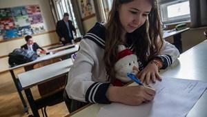 Képek: lámpalázas diákok és plüssállatok a magyarérettségin