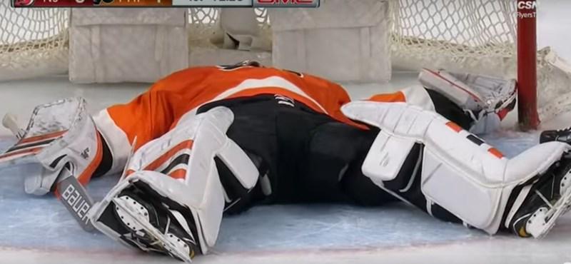 Ijesztő jelenet az NHL-ben: összeesett a kapus (-videó)