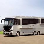 510 millió forintos lakóbusz, ami egy Mercedes-AMG GT sportkocsit is el tud nyelni
