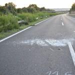 Az M7-es autópályán tolató sofőr okozott hármas karambolt