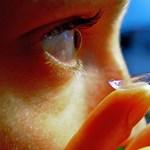 Huszonhét kontaktlencsét szedtek ki egy feledékeny beteg szeméből