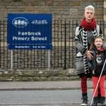 Megtiltották a vak diáklánynak, hogy fehér bottal járjon az iskolában