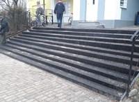 Ahány foka, annyiféle: izgalmas lépcsőt barkácsolt a MÁV Tatán
