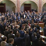 Gyurcsány Ferenc megszavazta a túlóratörvény módosítóját