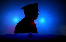 Kecskeméten egy plázára kiálló öngyilkosjelölt életét a rendőrök mentették meg