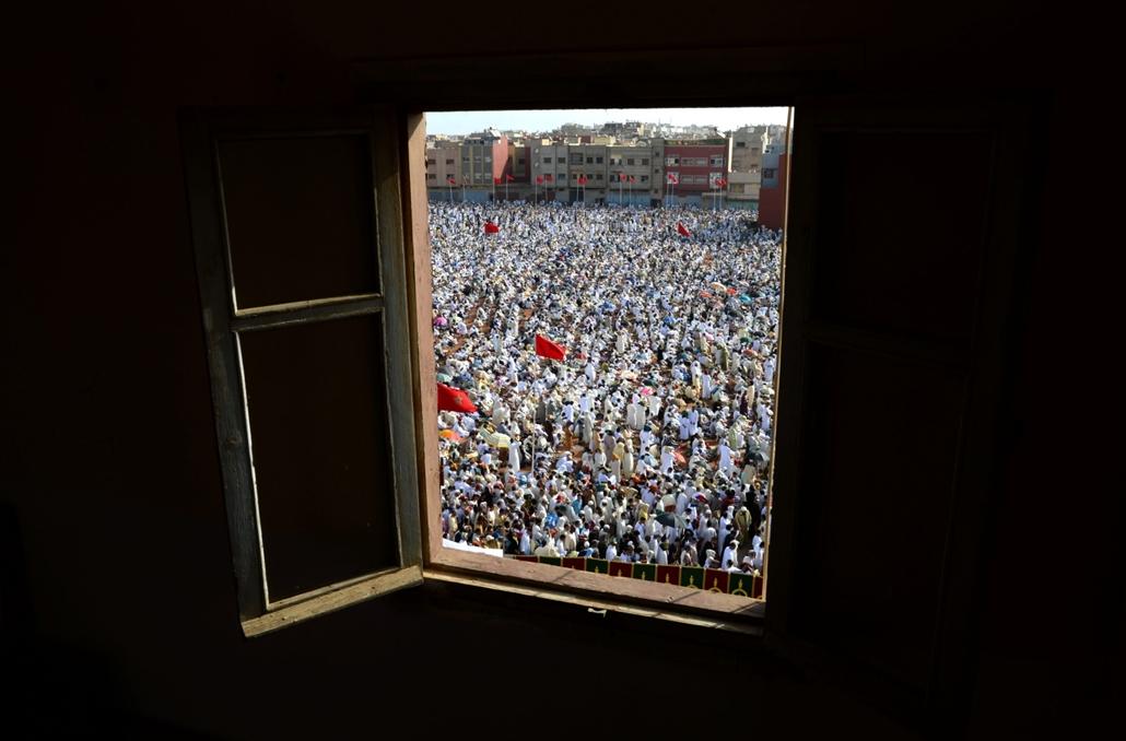 afp.15.06.18. Muszlim hívők imádkoznak Ramadám havában Marokkó fővárosában.