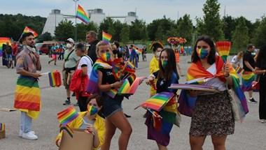 A müncheni stadion mellett kitört egy spontán LMBTQ-buli