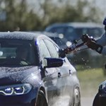Sodródás közben tankolták meg a 8 órán át driftelő új BMW M5-öst – videó