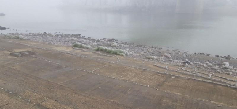 Beugrott a mínusz 2 fokos Tiszába, a vízirendészet parancsolta ki