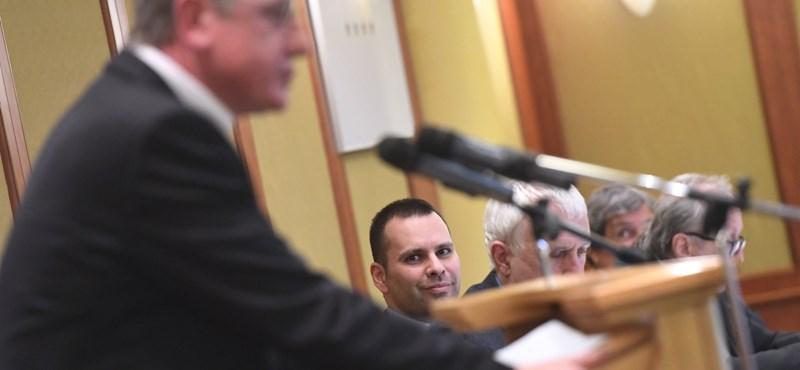 Hat újpesti MSZP-s lépett át a DK-ba