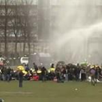 Vízágyúval oszlatták a lezárások miatt tüntetőket Hollandiában