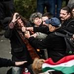 Sípolás és vérző fejű emberek - videón a Kossuth téri balhé