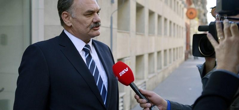 Hiába hallgatták le, az MSZP-s Hiszékeny Dezső egyelőre ártatlannak bizonyult