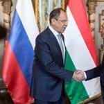 Orbán megfázott, de Lavrovval azért kezet fogott reggel – fotó