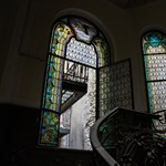 Nézze meg, micsoda festett üvegablakokat rejtenek Budapest lépcsőházai