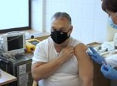 """""""Sárkány ellen sárkányfű"""" - mondta Orbán, mielőtt megkapta a kínai vakcinát"""