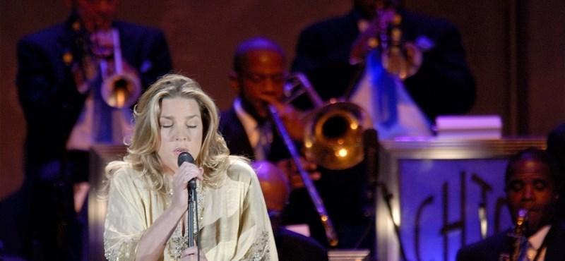 A popslágerek dzsesszköntösbe bújtató szépsége ismét nálunk koncertezik