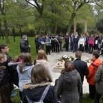 Rendhagyó történelemórát tartottak a temetőben