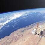 Olcsó internetet szórnak majd: elindult az első 6 műhold a 2000 darabos hálózatból