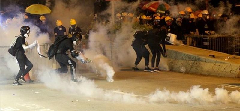 Tovább folytatódnak a tüntetések Hongkongban