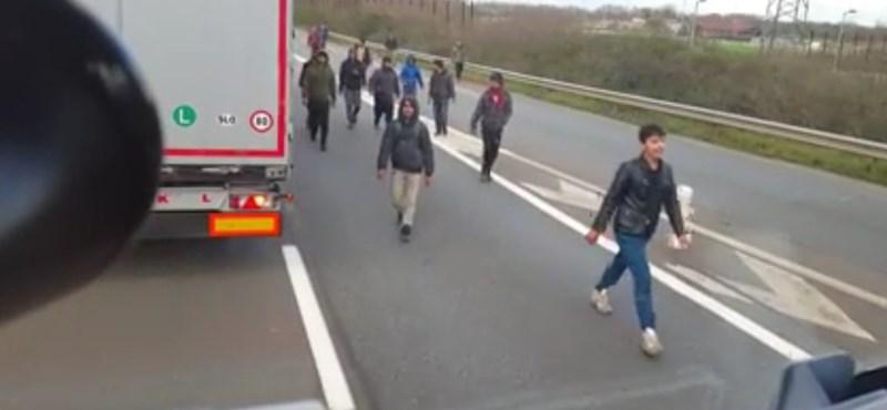 Magyar kamionos vs. migránsok: a tulajnak csak a videóval volt baja