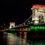 Karácsony: Természetesen idén is lobogtak a nemzeti lobogók a budapesti hidakon