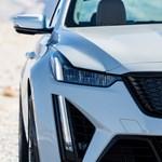 Egy ember, egy motor: kézzel szerelik össze a legerősebb Cadillac V8-asát