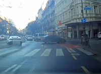 Áthajtott a piroson, majd a nagykörúti villamossínen haladt tovább egy Lamborghini – videó