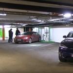 Videó: a világ legnagyobb elektromosautó-töltő parkolóháza