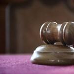 Leváltották a bírót, aki enyhe ítéletet hozott egy erőszakolási ügyben