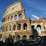 Csaló idegenvezetők a római Colosseumnál