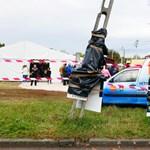 Szemeteszsákkal takarták le az ellenzéki jelölt plakátjait Soroksáron, hogy ne zavarja a fideszes kampánybuli összképét