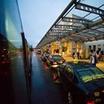 Újra a terminál elé állhatnak a rendelt taxik Ferihegyen