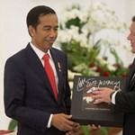 És azt tudja, hogy milyen ajándékot kapott a heavy metal rajongó indonéz elnök?