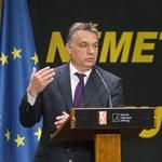 """""""Szögesdrót-Orbán"""" ellen tüntetnek Németországban Helmut Kohl házánál"""
