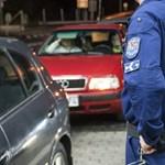Rekord a vizes vébén: napi 1440 percet melózik egy rendőr