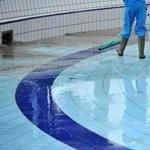 Minden iskolában kötelező lesz az úszásoktatás