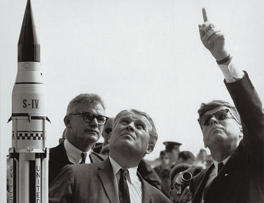 1963.11.01. - Cape Canaveral, USA: Wernher von Braun tudós és Kennedy a Saturn V rakéta bemutatóján - John F. Kennedy, John Fitzgerald Kennedy