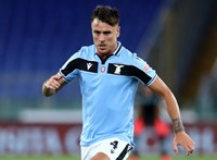 Négy meccses eltiltást kapott harapásért a Lazio védője