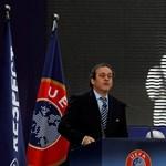 Platini odébb tenné a bajnokságokat a katari vébé miatt