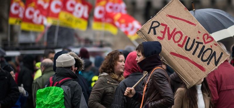 Francia sztrájkok: a párizsi kormány cseles megoldást talált